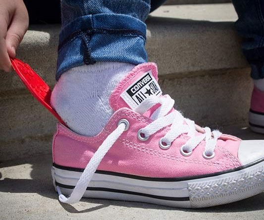 Little Piggie Shoehorn helps kids put on their shoes.